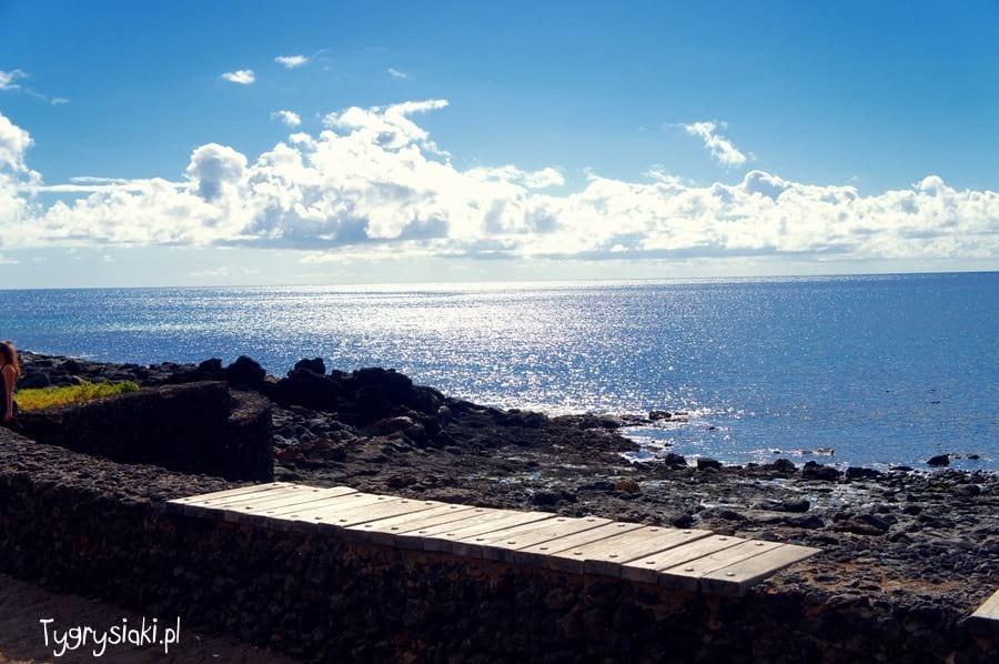 Lanzarote - ławeczka nadmorzem