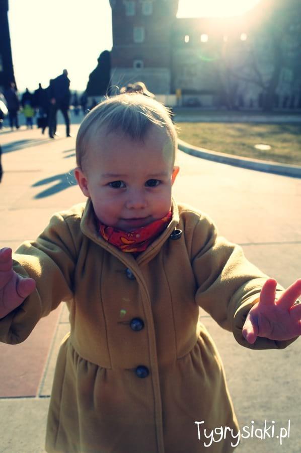 Płaszczyk dla małej dziewczynki