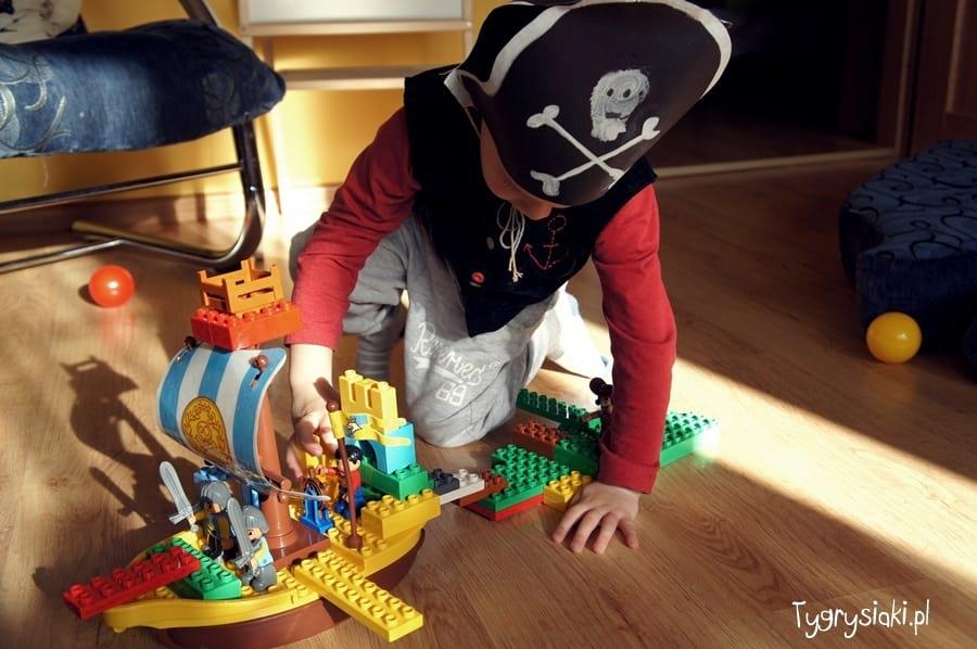 Piraci Lego atakują
