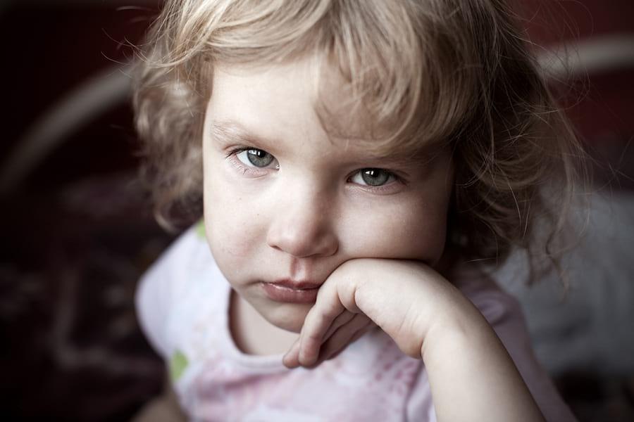 smutne dziecko, toksyczni dziadkowie