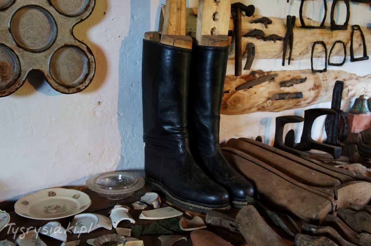 muzeum-historii-bieszczad-stare-buty
