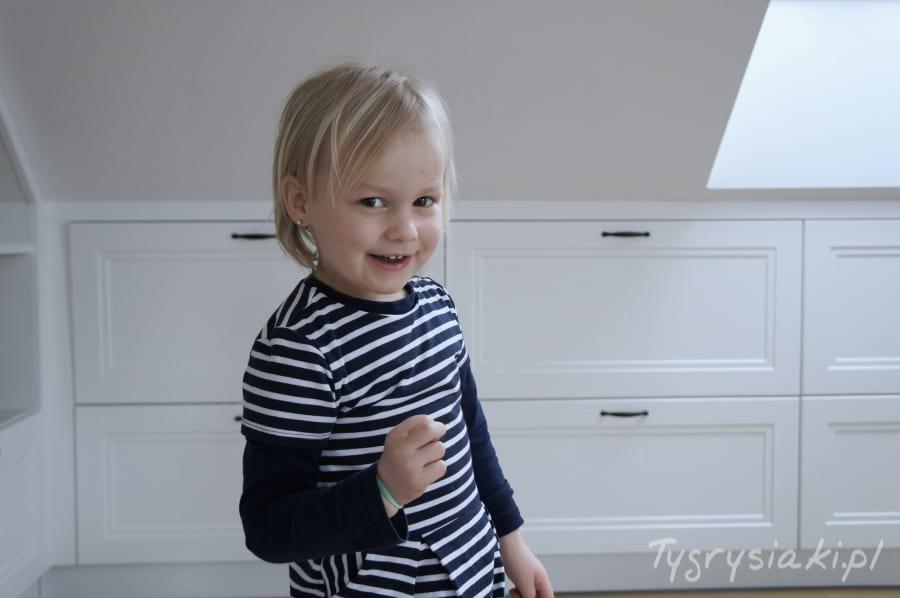 dziewczynka-trzy-latka