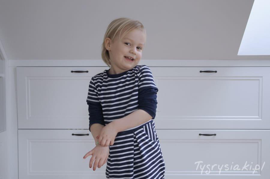 usmiech-dziewczynka-trzy-lata