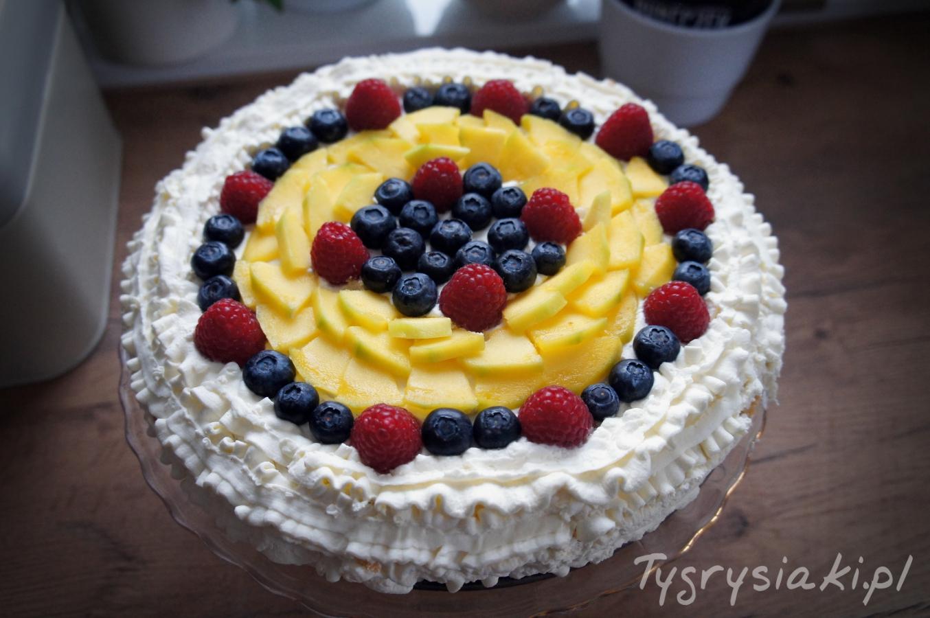 owocowy-tort-urodzinowy