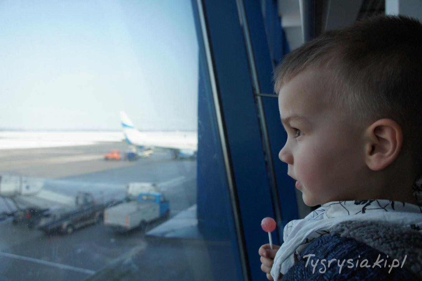 male-dziecko-lotnisko