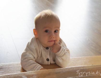 Jak nauczyć małe dziecko schodzenia poschodach?