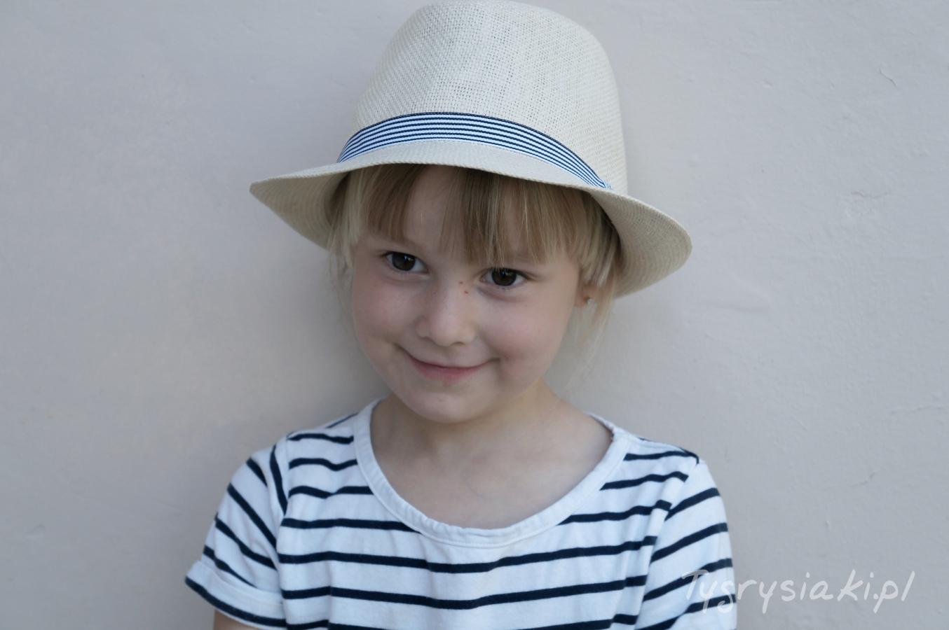 tygrysiaki-dziewczynka-kapeluszu