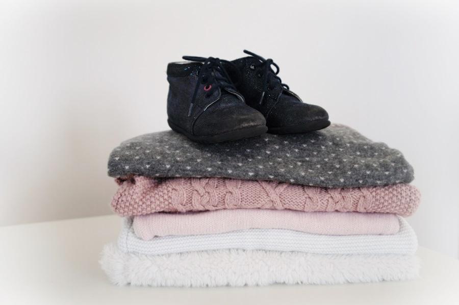 ubranka-sweterki-buciki-po-dziecku