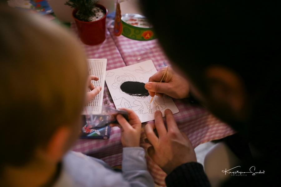 mikolajki-grodzie-kraka-rysowanie-piaskiem