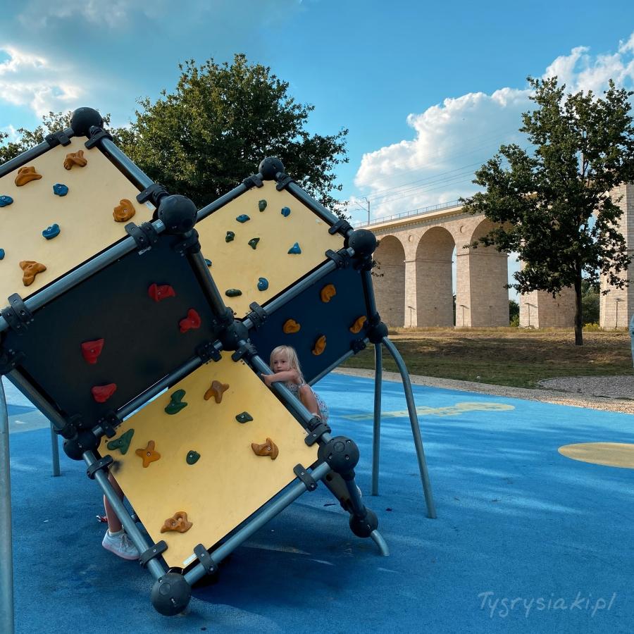 boleslawiec-skatepark-atrakcje-dziecko