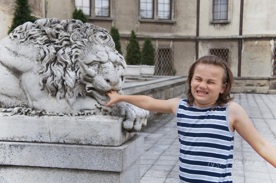 moszna-palac-dzieci-zwiedzanie-lew