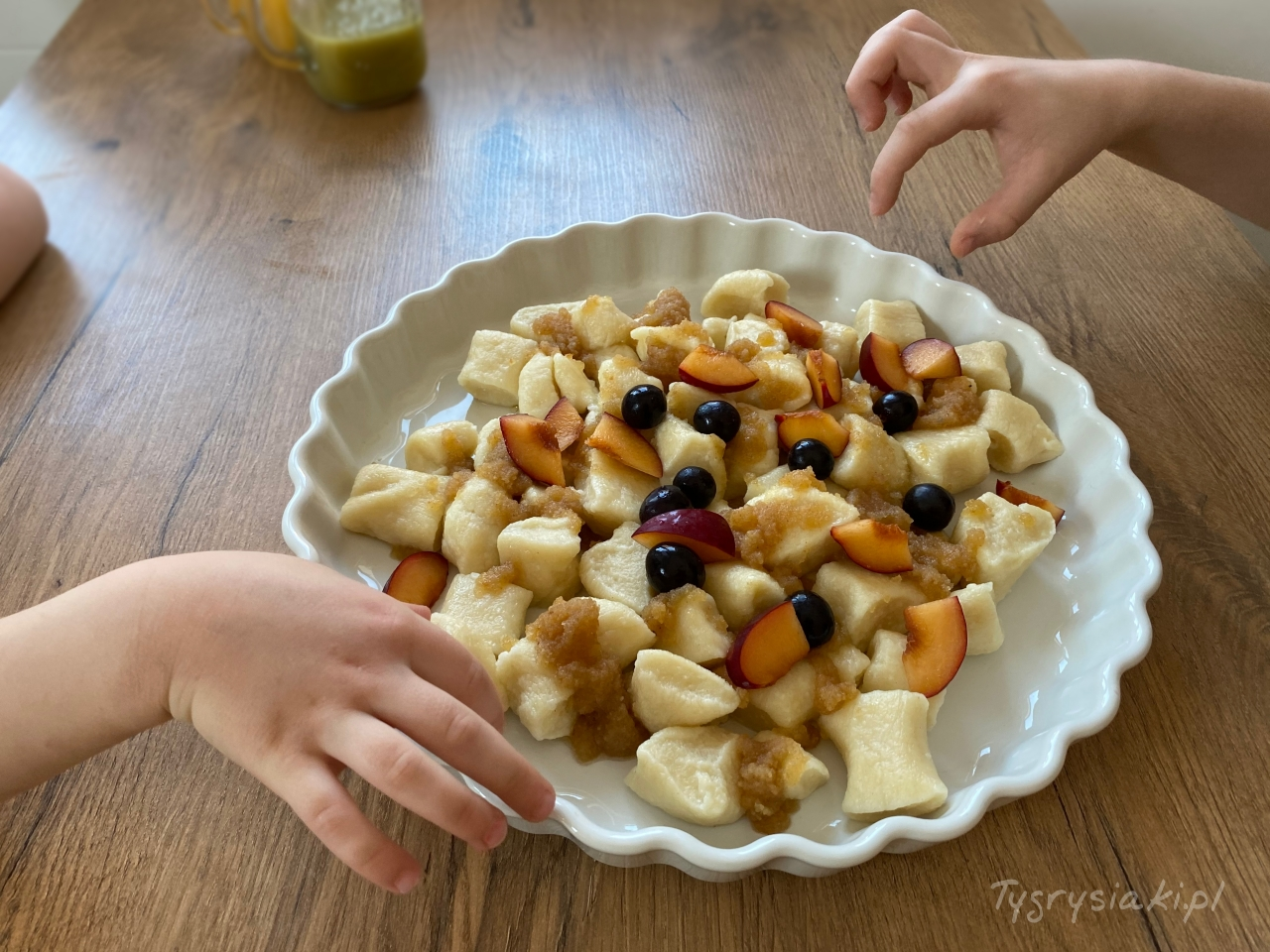 leniwe posypane owocami